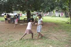 4 Bezoek weeshuizen-g